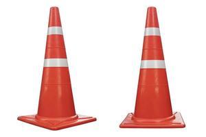reflecterende oranje kleur verkeerskegel geïsoleerd op een witte achtergrond foto