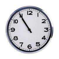 grote klok geeft vijf minuten voor elf aan foto