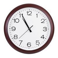 vijf minuten voor elf op de klok foto