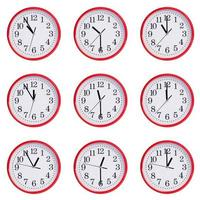klok met tijd tussen elf uur in de ochtend foto