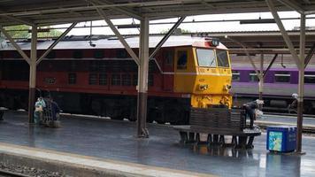 bangkok, thailand, 08 aug. 2020 - treinstation in bangkok foto