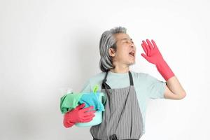 Aziatische huishoudster geïsoleerd foto