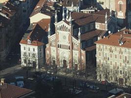 luchtfoto van turijn met gesu nazareno jezus van nazareth kerk foto