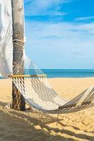 wieg met zee strand achtergrond foto