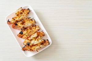 gegrilde riviergarnalen of garnalen met kaas foto