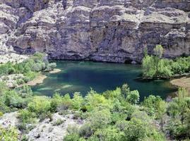 uitzicht op het oosten van turkije, meren, bergen, rivieren. foto