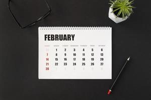 februari maandplanner in de kalender foto