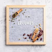 peulvruchten met vilten letterbord met de tekst peulvruchten bovenaanzicht plat liggend foto