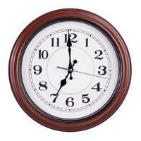 precies zeven uur op een ronde klok foto