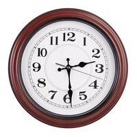 ronde klok toont de helft van de derde foto