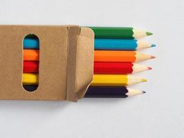 kleurpotloden in veel verschillende kleuren foto