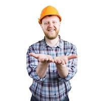 bebaarde man in een helm gestrekte handpalm foto