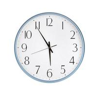 vijf tot zes uur op de klok foto