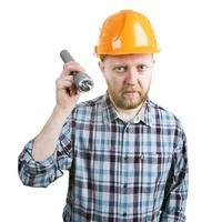 man in de helm met een zaklamp foto