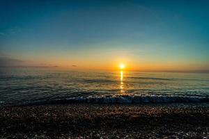 zonsondergang over de zwarte zee foto