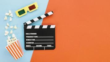 Filmklapper met 3D-bril en popcorn foto