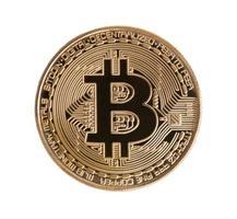 gouden bitcoin op geïsoleerde witte achtergrond. uitknippad. financieel en zakelijk investeringshandelsconcept. geld valuta en cryptocurrency thema foto