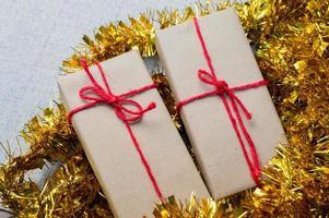 geschenkdoos, nieuwjaarsgeschenkdoos, kerstcadeaudoos, kopieerruimte. Kerstmis, jaar, verjaardagsconcept. foto