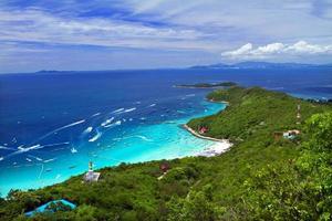 koh larn eiland tropisch strand in pattaya stad, chonburi thailand foto