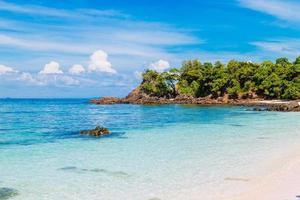 prachtig strand. lipe-eiland, koh lipe, satun-provincie thailand foto