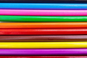 close-up kleurrijke potloden abstracte patroon achtergrond. foto