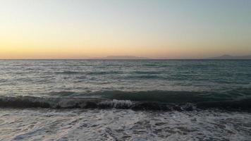 panorama van de Egeïsche zee op het eiland rhodos in griekenland foto