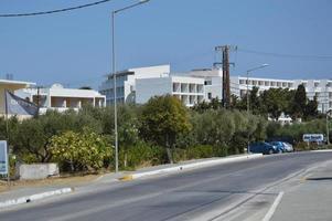 Rhodos, Griekenland - 13 september 2021 Egeïsche kustweg foto