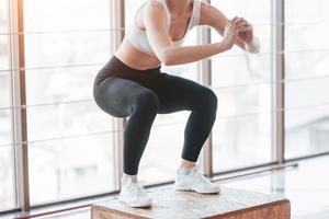 actief meisje in de fitnessruimte. concept training gezonde levensstijl sport foto
