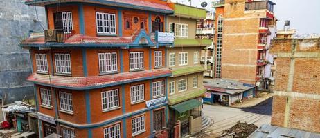 kleurrijk straatbouwgebied in sinamangal, kathmandu, nepal foto
