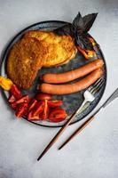 dinerset geserveerd op een bord foto