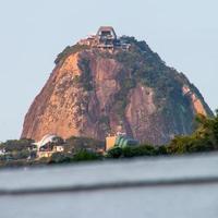 rio de janeiro, brazilië, 2015 -suikerbroodberg gezien vanaf botafogo foto