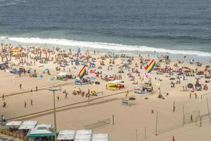rio de janeiro, brazilië, 2015 - leme strand in copacabana foto