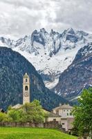 soglio. dorp van de zwitserse alpen. in de Bregaglia-vallei, kanton van de Graubünden foto