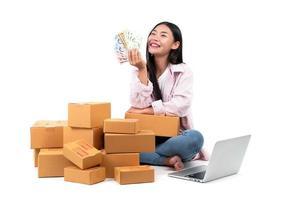 vrouw die werkt online verkopen foto