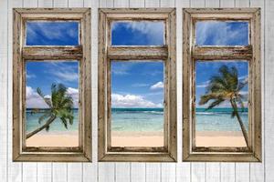 uitzicht op de oceaan vanuit een vintage cottage foto