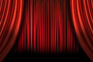 ouderwets elegant podium met swag fluwelen gordijnen foto