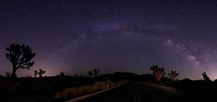 licht geschilderd landschap van camping en sterren foto