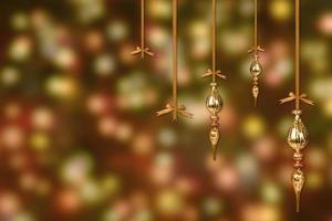gouden kerstversieringen op een wazig verlichte achtergrond foto