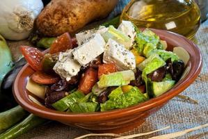 Arabische salade gegarneerd met kaas foto