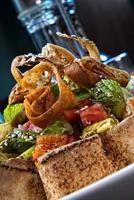traditionele Midden-Oosterse salade fatush foto