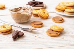 koekjes met chocoladeroom foto