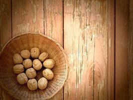 noten op de houten achtergrond foto