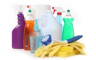 diverse huishoudelijke schoonmaakmiddelen foto