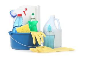 veel handige huishoudelijke dagelijkse schoonmaakproducten foto