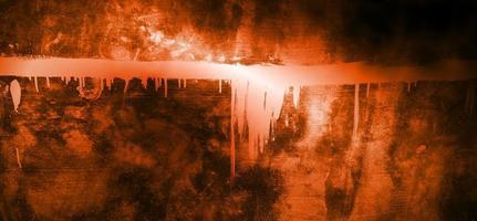 oranje muur met donkere schaduwen. donkeroranje cement voor de achtergrond foto