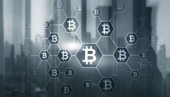 dubbele belichting van creatief bitcoin-symboolhologram op de achtergrond van hong kong-wolkenkrabbers foto