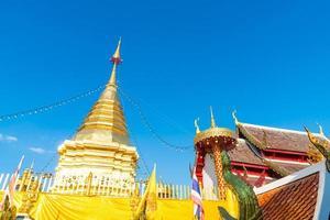 wat phra that doi kham - tempel van de gouden berg foto