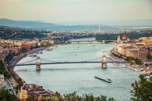 Boedapest uitzicht op de stad op het Hongaarse parlement en Margaret Island. Budapest, Hongarije foto