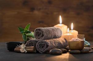 beauty spa-behandeling met kaarsen foto
