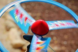 snel draaiend speelgoed met propellerschijf foto